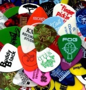 pile of guitar picks all colors